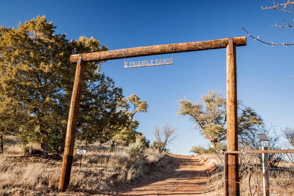 24 Canelo Hills Road, Elgin, AZ 85611