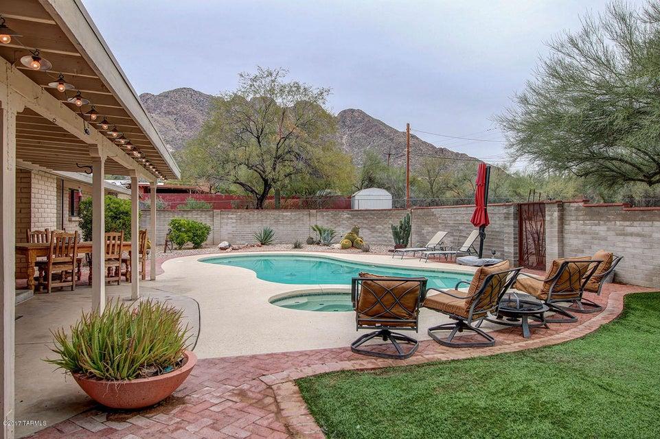 131 W Rolling Hills Street, Tucson, AZ 85704