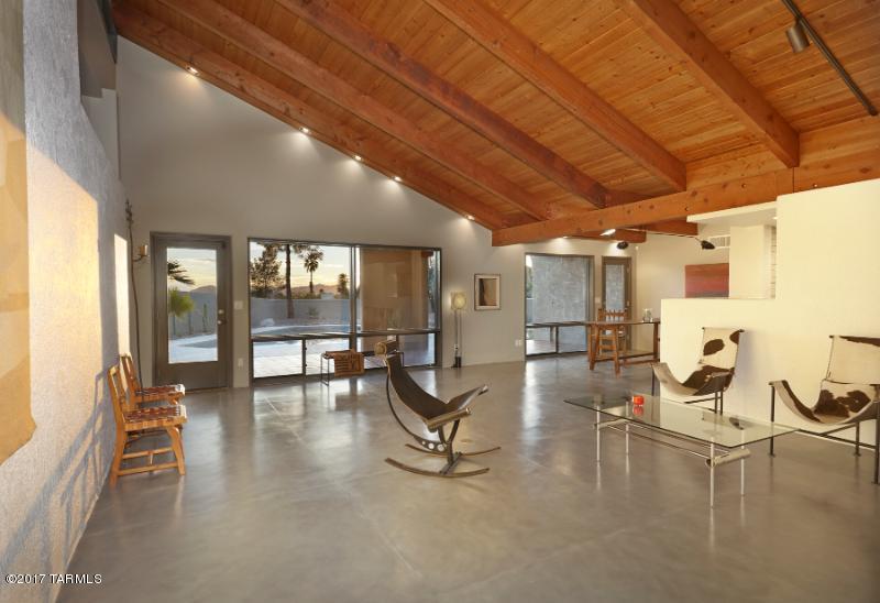 6901 N Chaparral Place, Tucson, AZ 85718