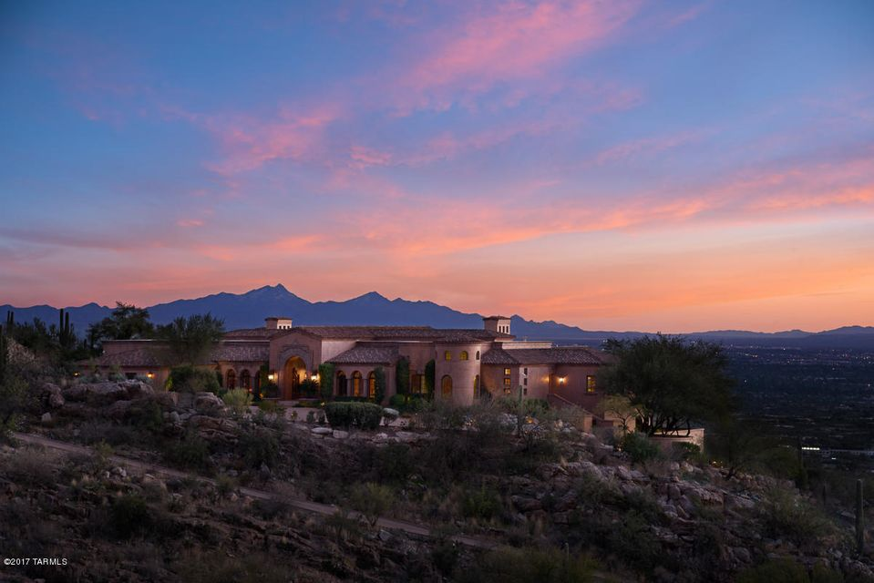 7406 N Secret Canyon Drive, Tucson, AZ 85718