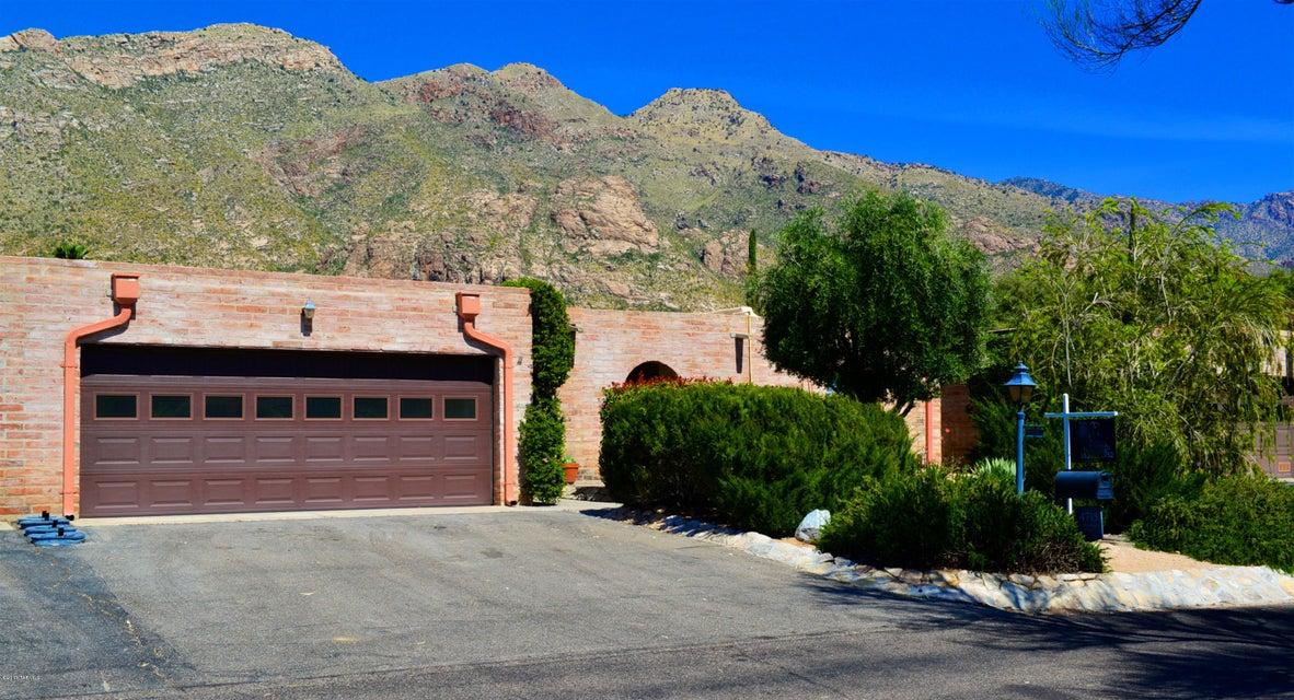 4715 E Apple Valley Place, Tucson, AZ 85718