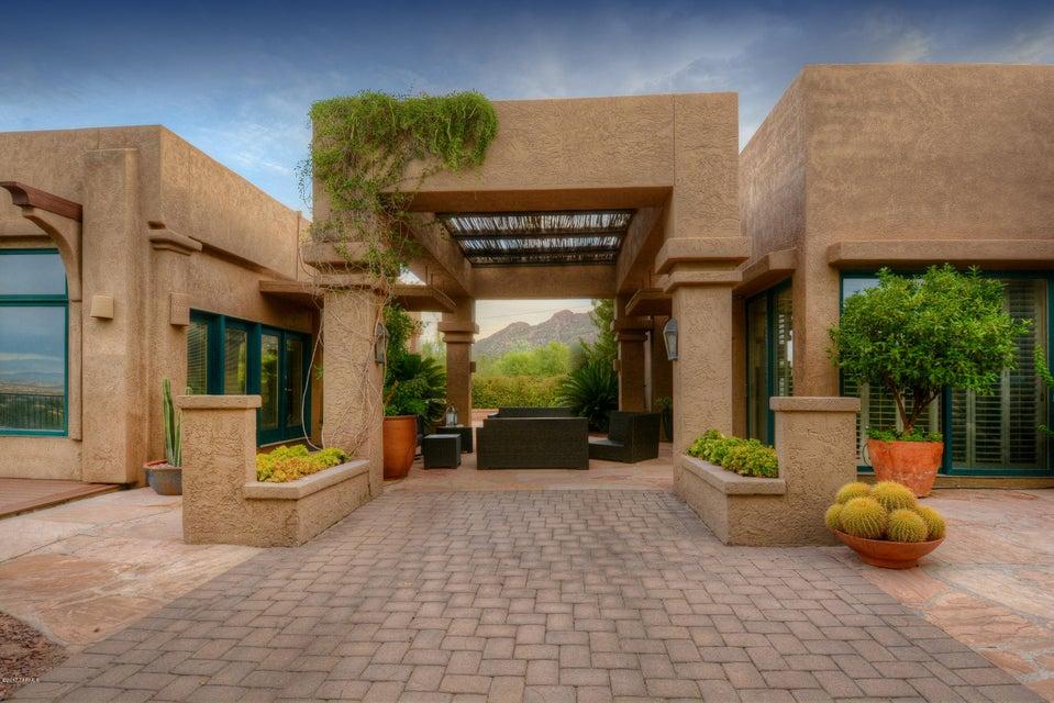 6925 N Chaparral Place, Tucson, AZ 85718