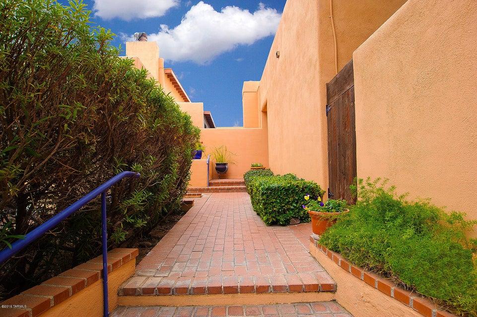 940 N Olsen Avenue, Tucson, AZ 85719