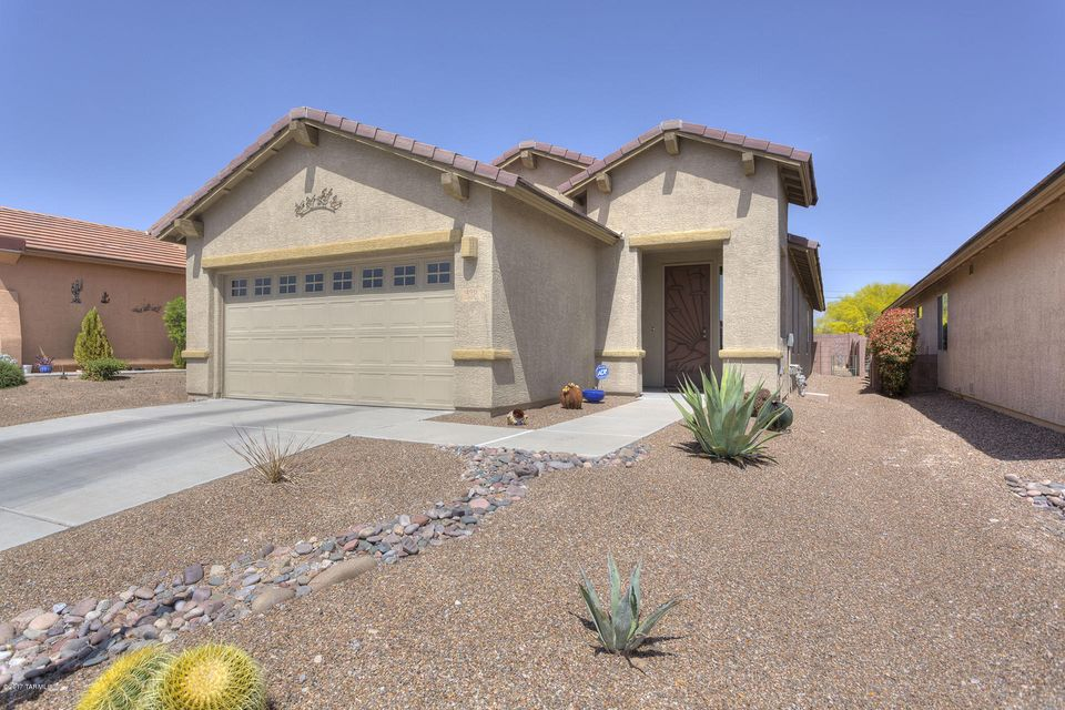 490 W Chardin Drive, Green Valley, AZ 85614