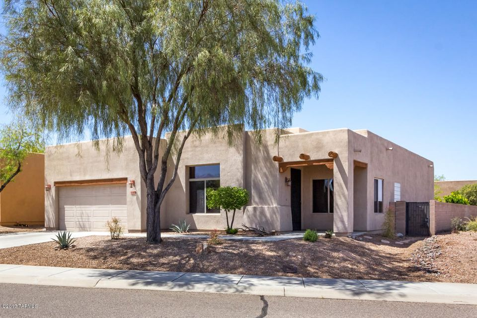 8105 N Painted Feather Drive, Tucson, AZ 85743