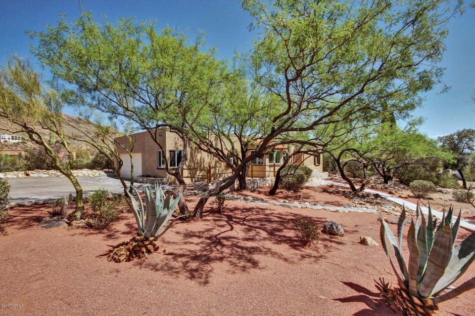 6912 N Longfellow Lane, Tucson, AZ 85718