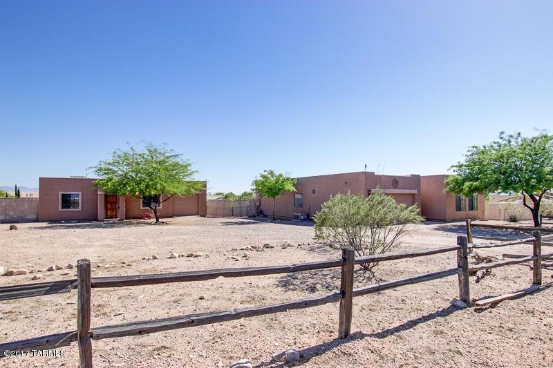 8003 S FARMBELT Drive, Tucson, AZ 85756
