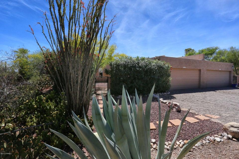 6437 N Foothills Drive, Tucson, AZ 85718