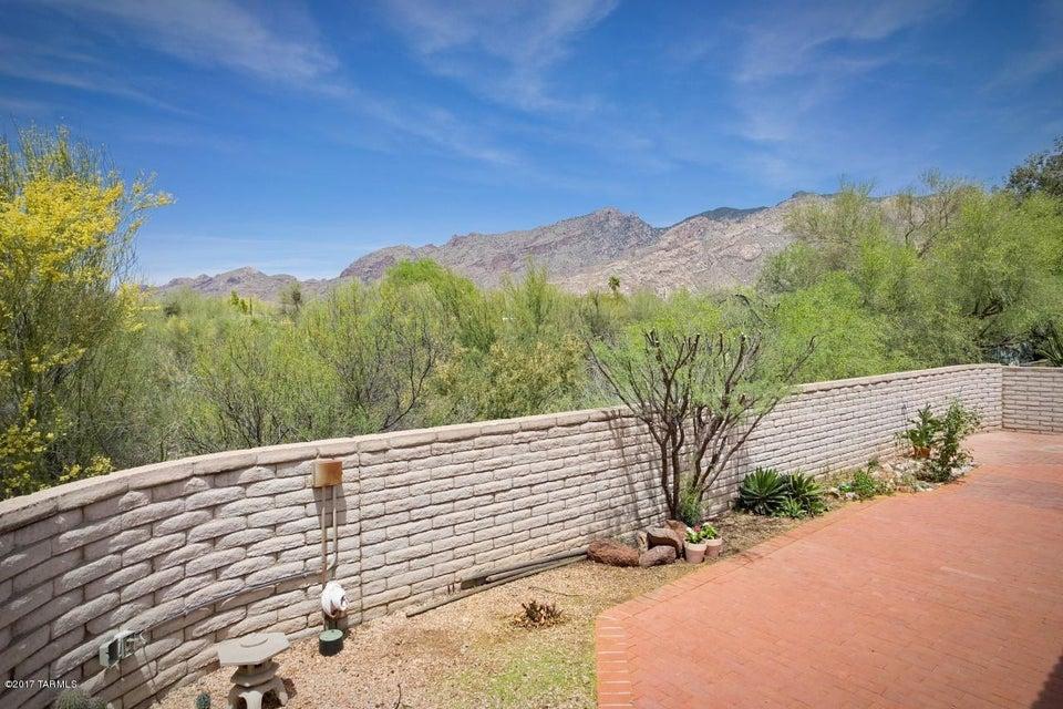 5913 N Placita Del Conde, Tucson, AZ 85718