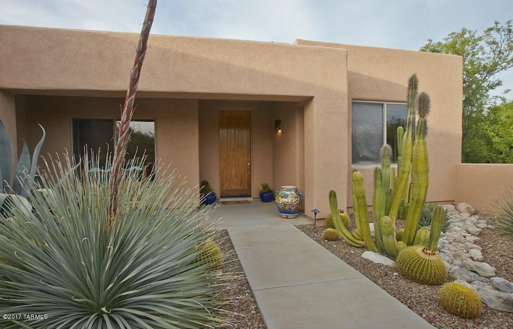 6200 N Via Presilla, Tucson, AZ 85718