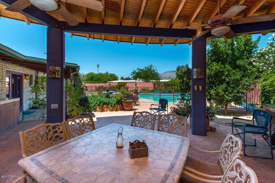 7021 E Opatas Place, Tucson, AZ 85715
