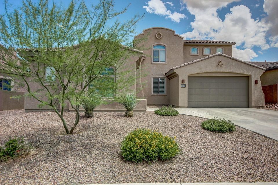8516 N Moonfire Drive, Tucson, AZ 85743