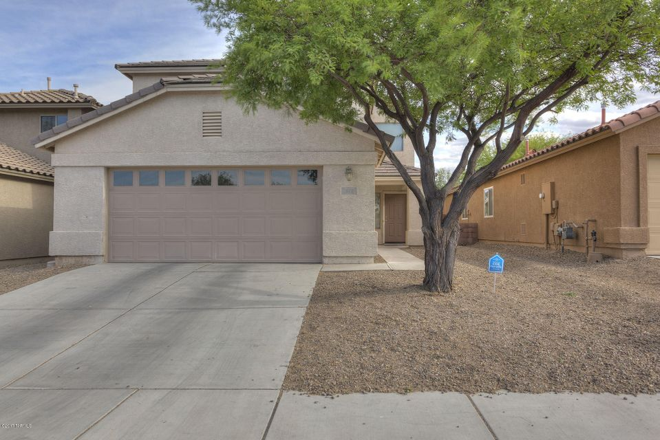 511 W Amber Hawk Court, Green Valley, AZ 85614
