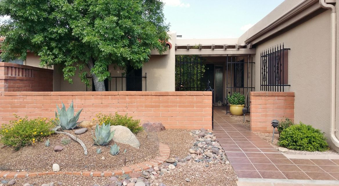 835 S Los Opalos, Green Valley, AZ 85614