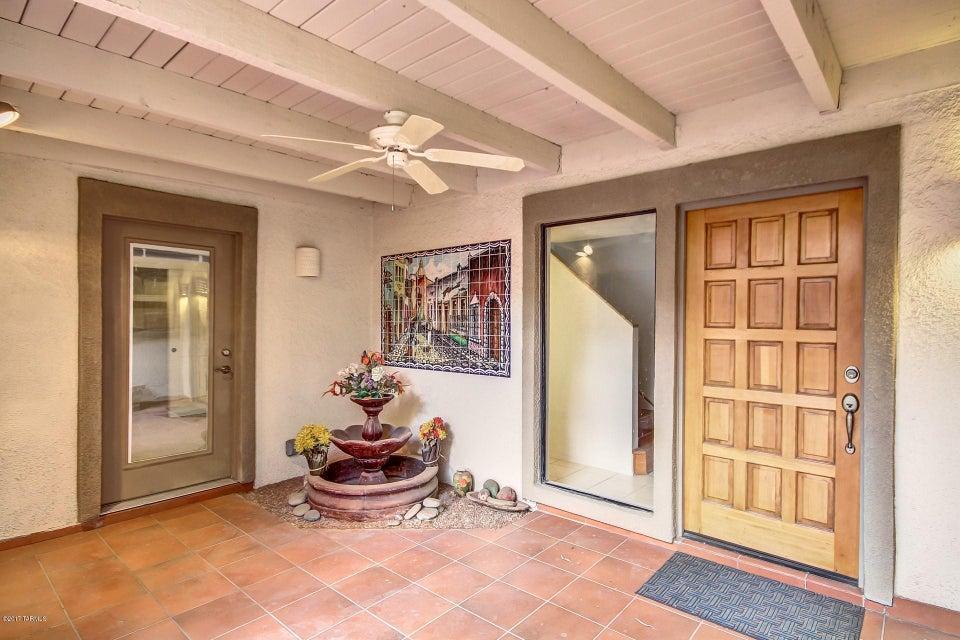 6911 E Dorado Court, Tucson, AZ 85715