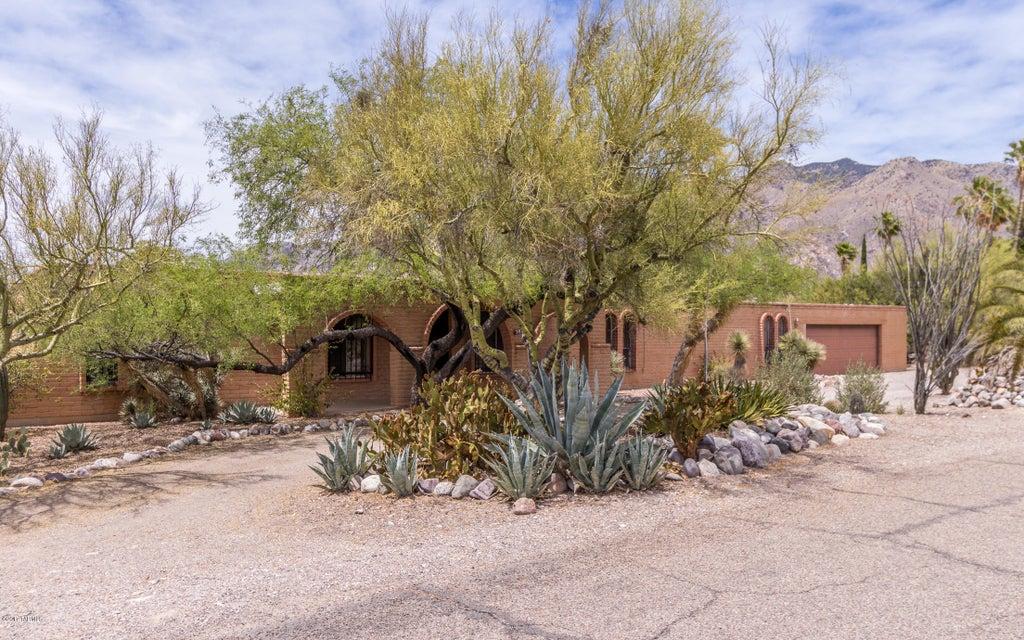 5821 N Camino Arizpe, Tucson, AZ 85718
