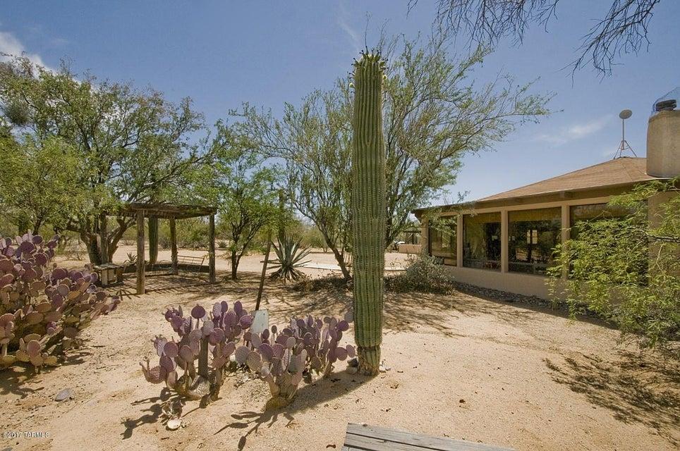 5325 N Old West Road, Tucson, AZ 85743