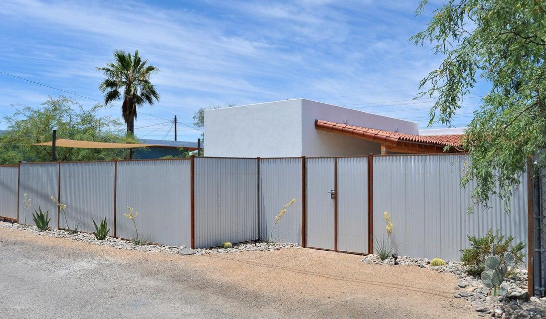 1017 N Queen Avenue, Tucson, AZ 85705