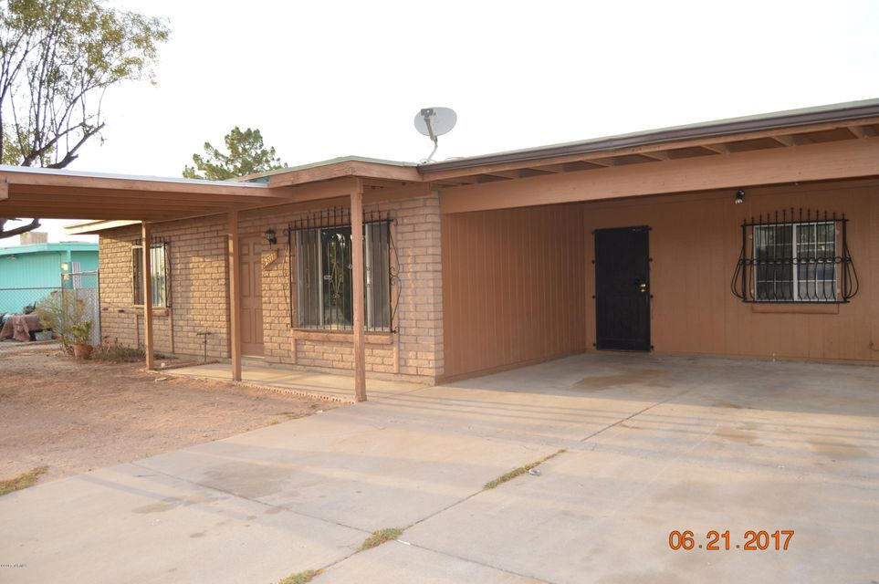 2111 E Minorka Street, Tucson, AZ 85706