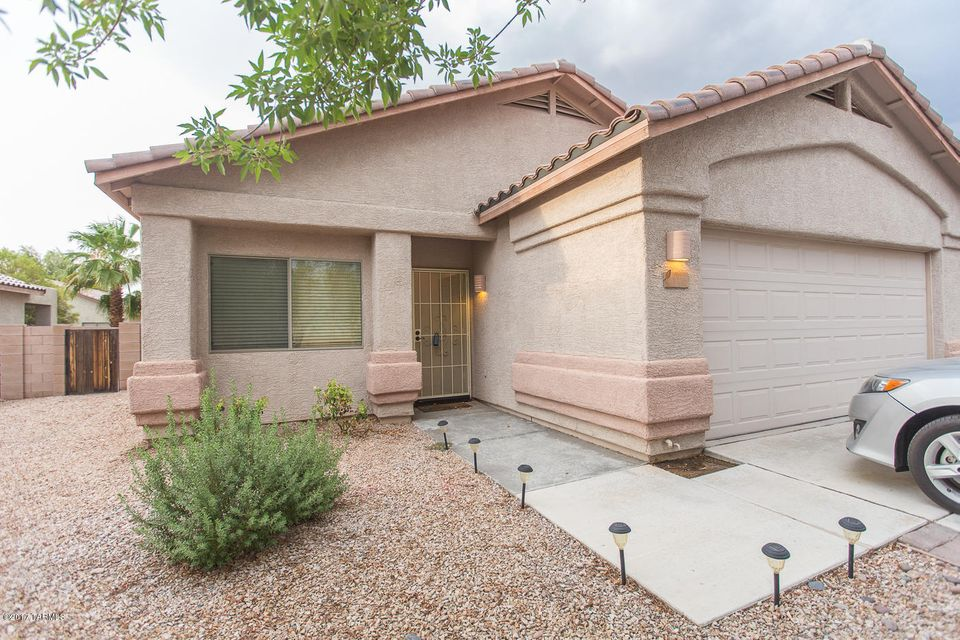 11370 W Farm Village Drive, Marana, AZ 85653