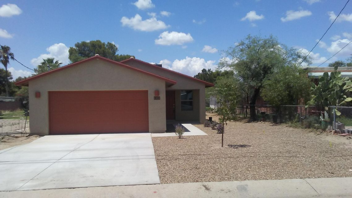 1423 N Hualpai Road, Tucson, AZ 85745
