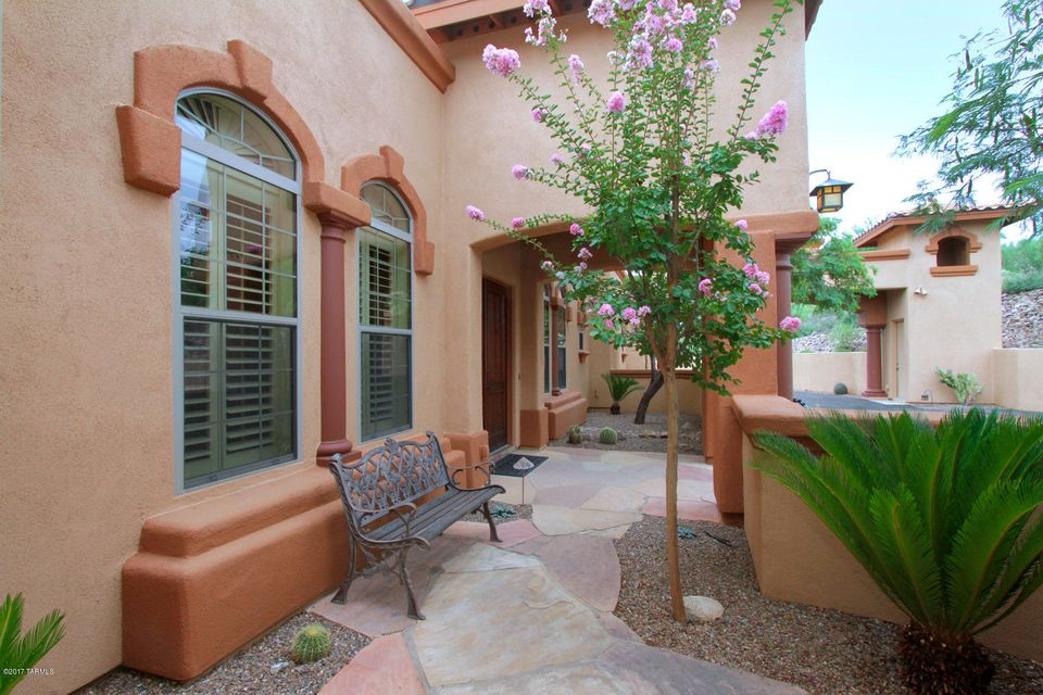 408 W Coyote Moon Place