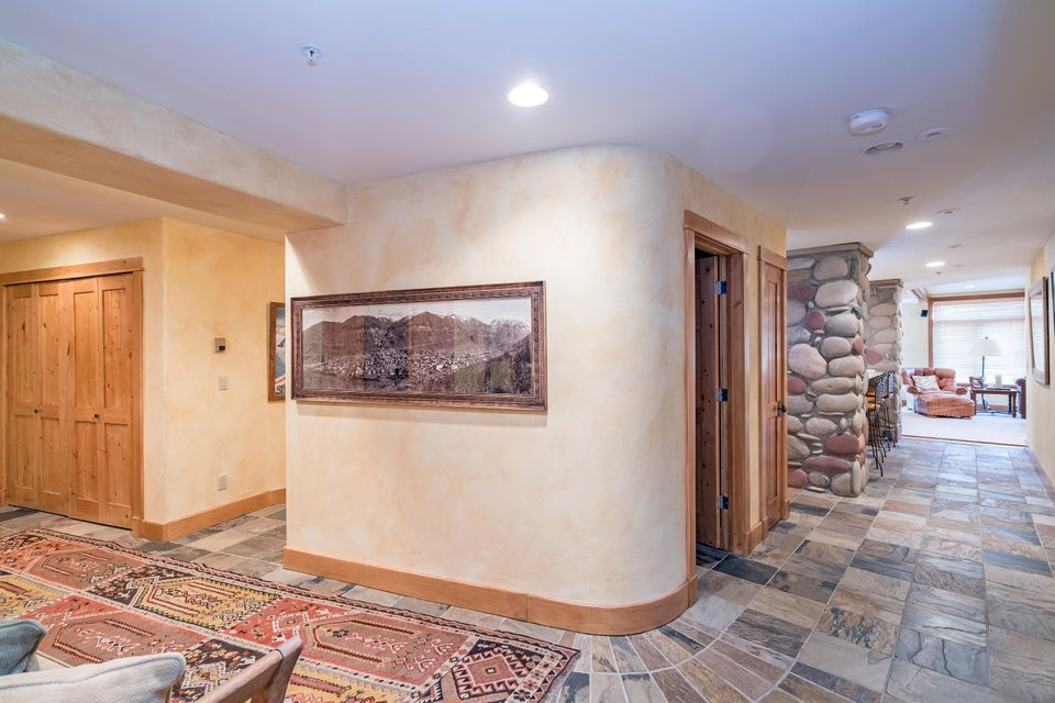 Additional photo for property listing at 565 Mountain Village Boulevard 565 Mountain Village Boulevard Mountain Village, Colorado,81435 Estados Unidos
