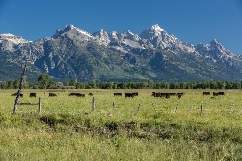 Tract 3 spring gulch ranch jackson wy a luxury home for for What to do in jackson wy