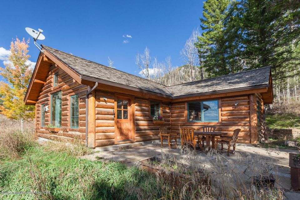 Apache cabin jackson hole wyoming real estate jh for Cabin rentals in jackson hole wy