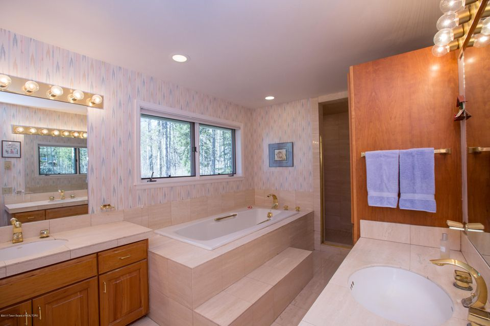 Additional photo for property listing at 255 N MEADOWLARK RD Jackson, WY 255 N MEADOWLARK RD Jackson, Wyoming,83001 Hoa Kỳ