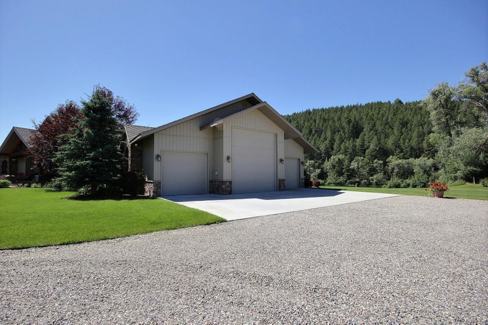 Additional photo for property listing at 971 RAVEN RD Swan Valley, ID 971 RAVEN RD Swan Valley, Айдахо,83428 Соединенные Штаты