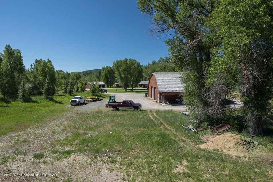 Additional photo for property listing at 1625 S FALL CREEK RD Wilson, WY 1625 S FALL CREEK RD Wilson, Wyoming,83014 Estados Unidos