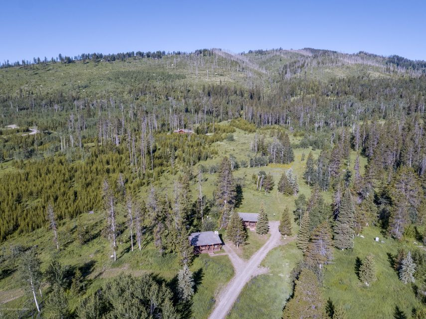 Additional photo for property listing at 1185 CRESCENT H RD Wilson, WY 1185 CRESCENT H RD Wilson, Wyoming,83014 États-Unis