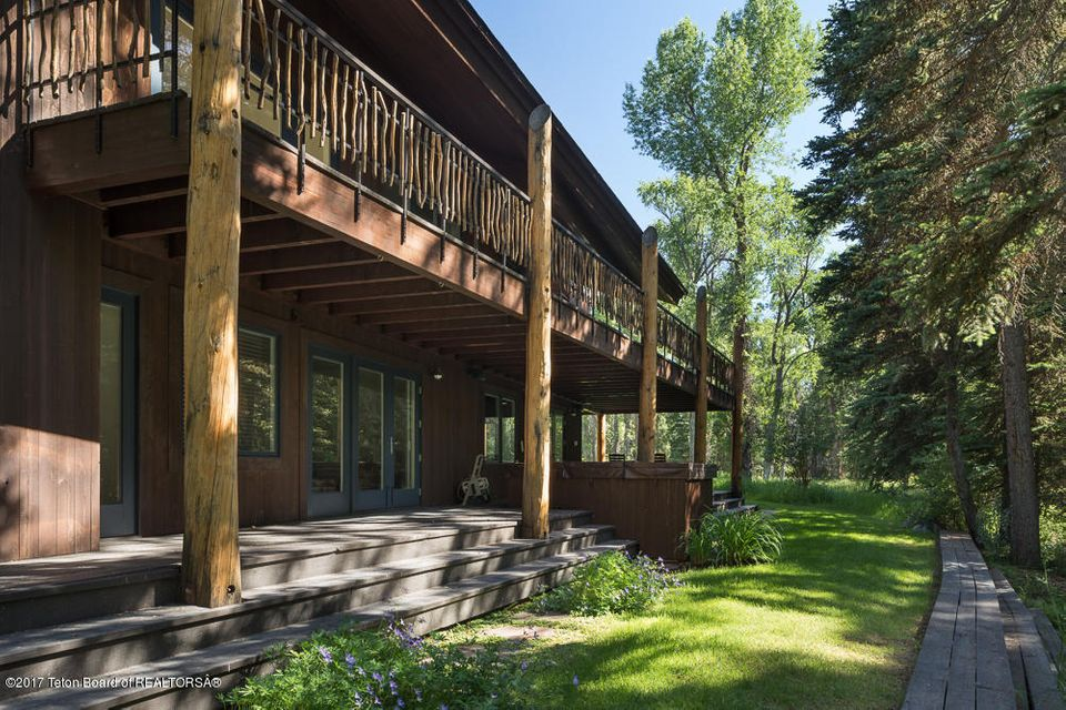 Additional photo for property listing at 225 REED DR Jackson, WY 225 REED DR Jackson, Wyoming,83001 Hoa Kỳ