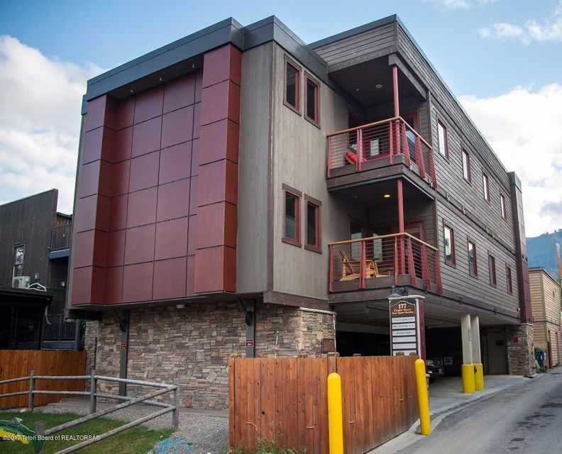 Casa Unifamiliar por un Venta en 177 CENTER ST Jackson, WY 177 CENTER ST Jackson, Wyoming,83001 Estados Unidos