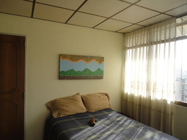 Apartamento En Venta En Caracas - Los Chaguaramos Código FLEX: 15-5557 No.9
