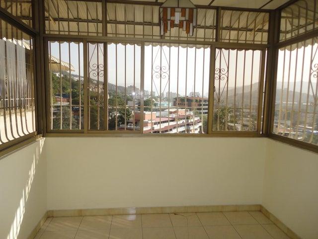 Apartamento En Venta En Caracas - Los Chaguaramos Código FLEX: 15-5557 No.5