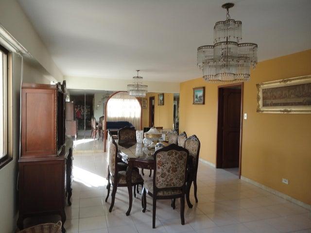 Apartamento En Venta En Caracas - Los Chaguaramos Código FLEX: 15-5557 No.4