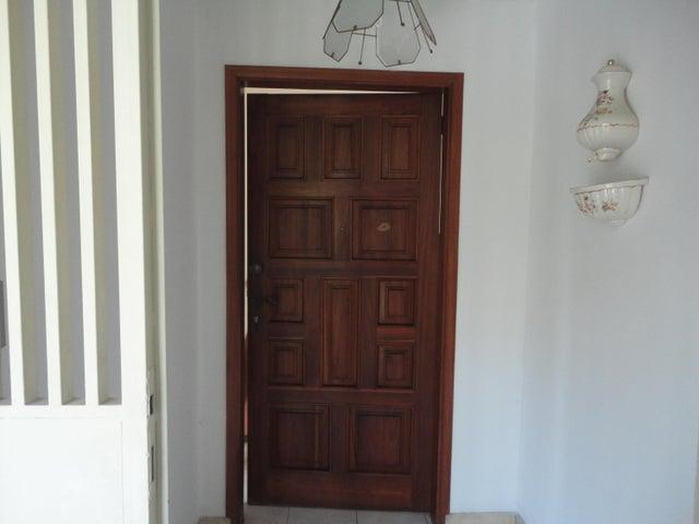 Apartamento En Venta En Caracas - Los Chaguaramos Código FLEX: 15-5557 No.1