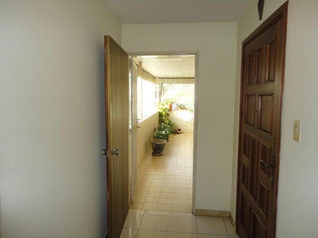 Apartamento En Venta En Caracas - Los Chaguaramos Código FLEX: 15-5557 No.2