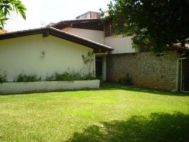 Casa En Venta En Caracas - Chuao Código FLEX: 15-13594 No.0