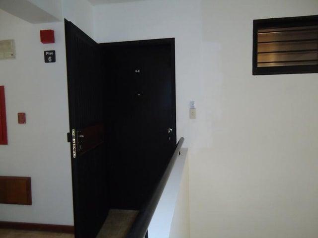 Apartamento En Venta En Caracas - Lomas de La Alameda Código FLEX: 16-4968 No.2