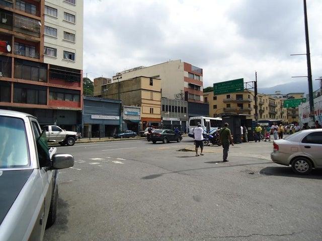 Local Comercial En Venta En Caracas - San Martin Código FLEX: 16-7384 No.1