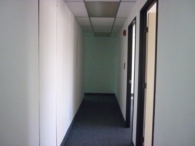 Oficina En Alquiler En Caracas - El Rosal Código FLEX: 16-7565 No.7