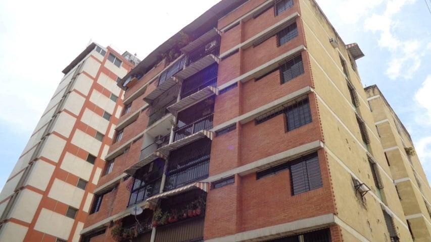 En Venta En Caracas - El Marques Código FLEX: 16-11177 No.0