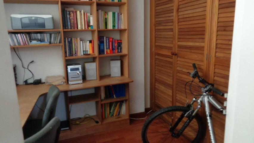 En Venta En Caracas - El Marques Código FLEX: 16-11177 No.5