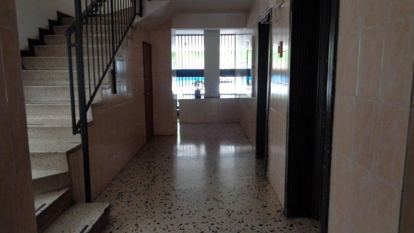 En Venta En Caracas - El Marques Código FLEX: 16-11177 No.13