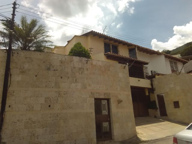 Casa En Venta En Caracas - Los Palos Grandes Código FLEX: 16-12087 No.0