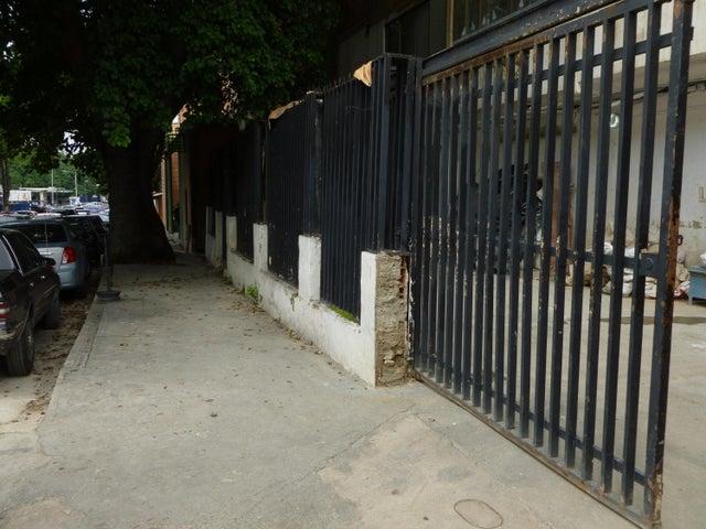 Galpon - Deposito En Venta En Caracas - Santa Monica Código FLEX: 17-444 No.2