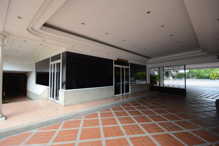Terreno En Venta En Maracay - Las Delicias Código FLEX: 17-6708 No.2